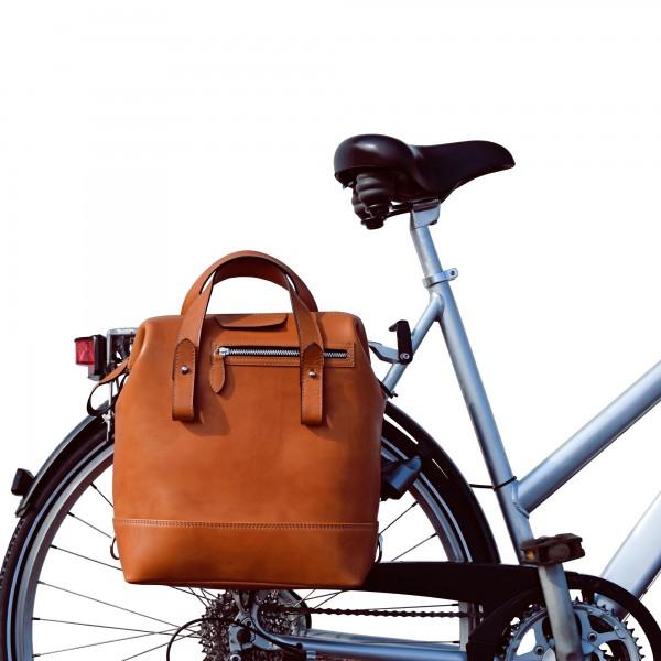 Fahrradtasche und Rucksack in Stierleder