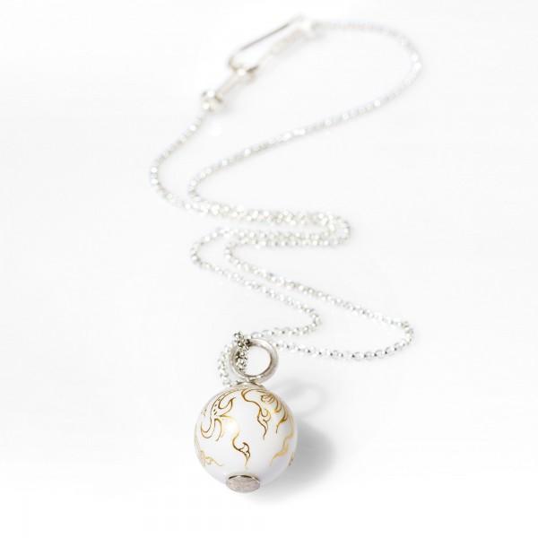 Weiße Porzellanperle an Silberkette