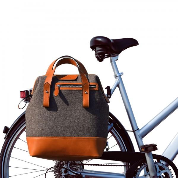 Fahrradtasche und Rucksack in Loden